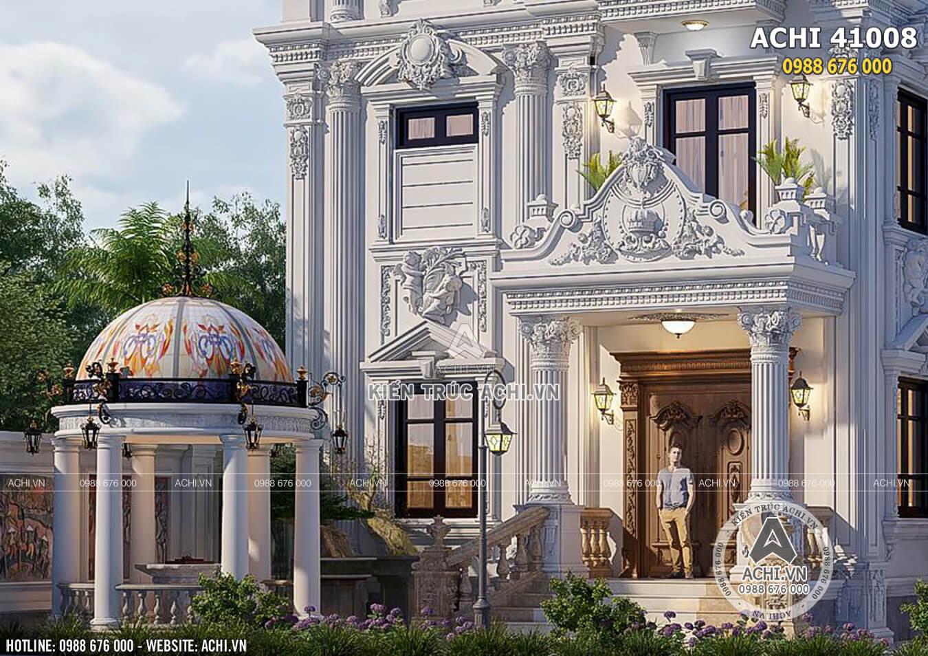 Chi tiết sảnh của ngôi biệt thự 4 tầng kiến trúc tân cổ điển